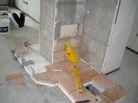 Izolace zdí a podlahy pod budoucím topeništěm a tahy.