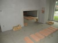 Průchod v příčce v patře mezi dvěma pokoji, později v něm budou tahy.